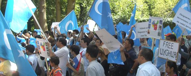 Staatssecretaris Dijkhoff stuurt voorlopig geen Oeigoeren terug naar China