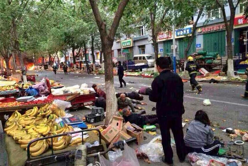 乌鲁木齐发生爆炸致逾百人死伤 官方定性为暴恐事件高调处置