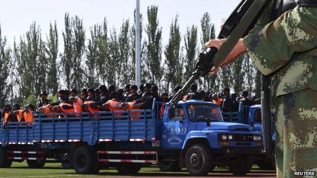 Китай: более 50 уйгуров признаны виновными в терроризме