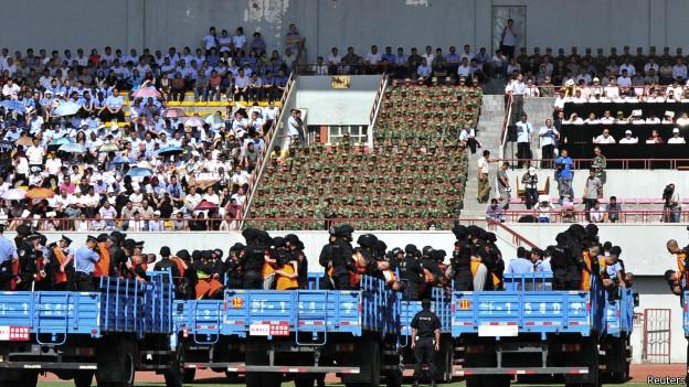 Xitayning merkezlik sot échip uyghurlarni kolléktip jazalishi küchlük tenqid peyda qildi