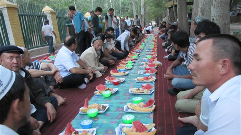 В уйгурском поселке Китая в месяц Рамадан проведен фестиваль пива