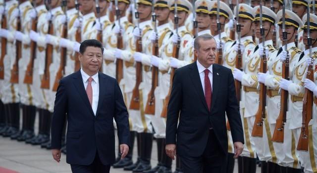 De Turkse president Recep Tayyip Erdogan is op staatsbezoek in China. Binnenskamers is hem waarschijnlijk flink de waarheid gezegd over zijn militaire beleid jegens IS