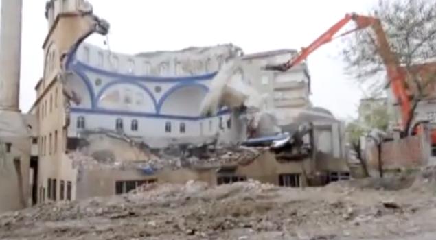 Doğu Türkistan'da 3 Bin 500 Cami Yıkıldı