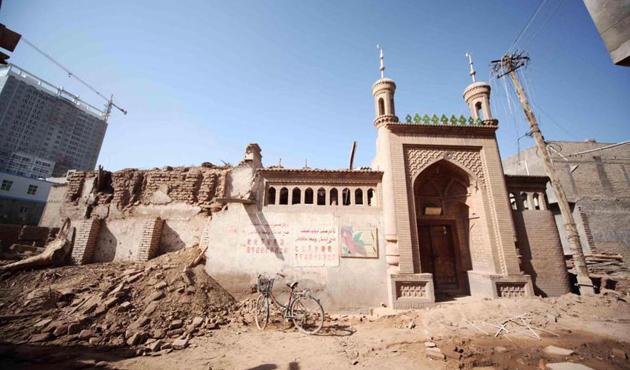 Uygur halkı camilerini yıkan Çin'e tepkili