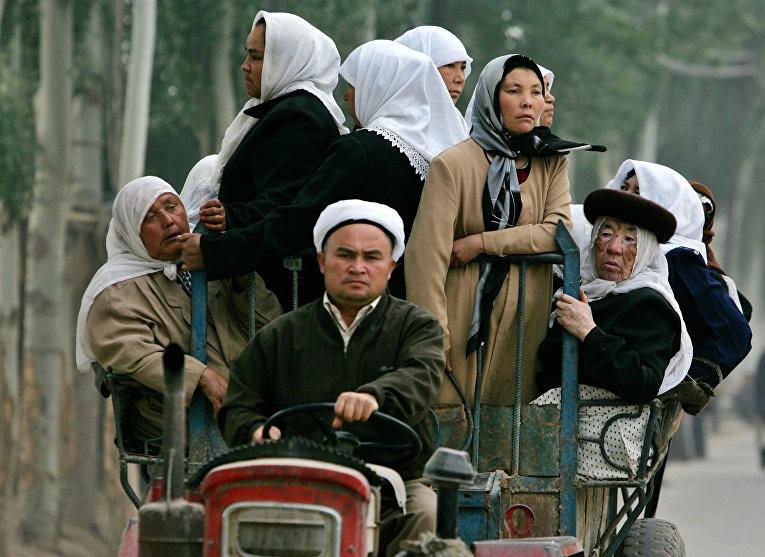 Китай: Уйгуров заставляют сдавать паспорта полиции «на сохранение»