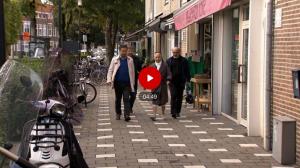Reportage 'Moeder van de Oeigoeren' op bezoek in Nederland